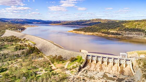 Ariel photo of Wyangala Dam full of water.